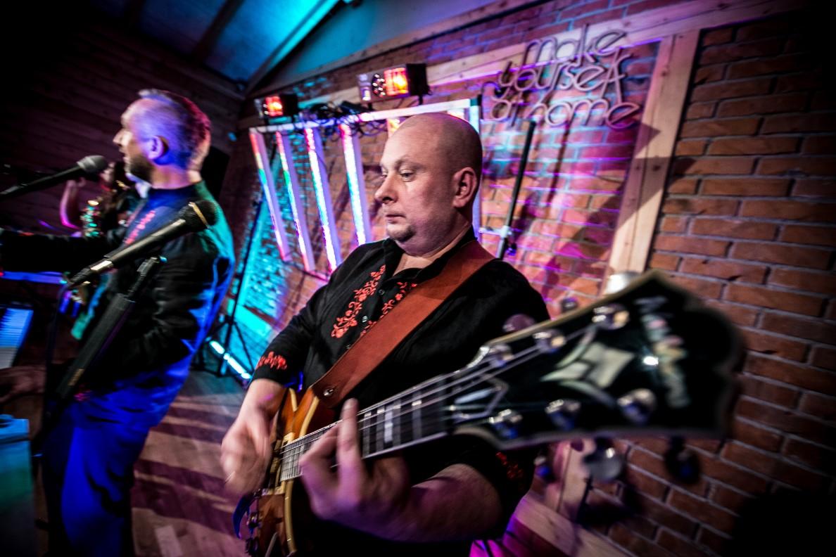 Maciek gitarzysta i wokalista zespołu La fiesta z Krosna